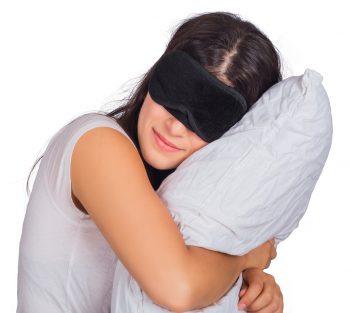 Como ayuda a dormir un antifaz