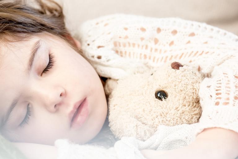 Entendiendo el sueño de los niños durante la infancia